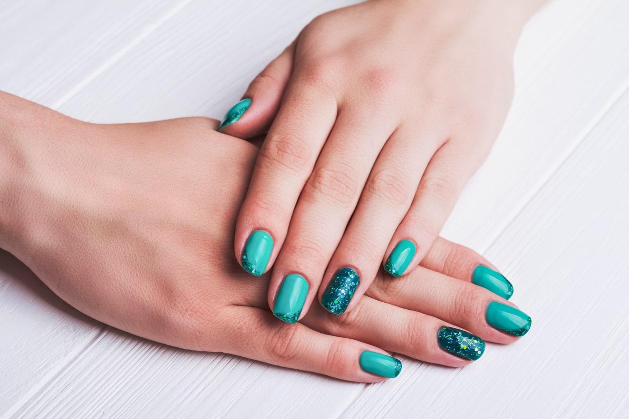 tips voor nagelstyling voor korte nagels wellness academie. Black Bedroom Furniture Sets. Home Design Ideas