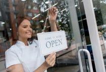 schoonheidsspecialiste opent haar eigen beauty salon