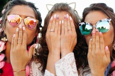 drie meiden met mooie gelnagels
