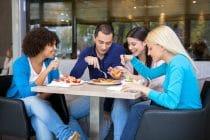 Cursisten Wellness Academie Rotterdam lunchen vlak bij de campus