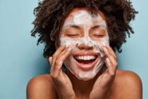 Je gezicht reinigen, hoe moet dat nu echt?